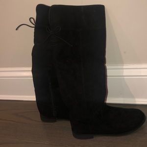 Black faux suede knees high boot